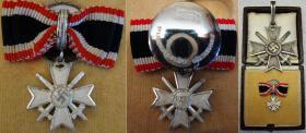 Фрачник Рыцарского креста к Кресту за военные заслуги. Встречается в разы реже, чем сам РК КВК (согласно Мр.Вильямсону их было изготовлено всего несколько десятков). (Частная коллекция)