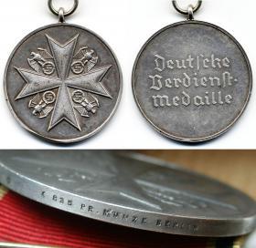 Медаль Ордена немецкого Орла, в серебре, без мечей и варит одной из надписей встречающейся на гуртах таких медалях