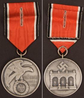 Орден Крови на родной ленте с прорезанной петлей для ношения