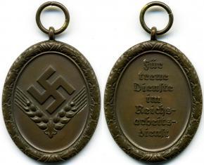 """Медаль """"За 4 года выслуги в RAD"""" (женский вариант)"""