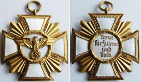 """Золотая степень знака """"За долгую службу в НСДАП"""""""