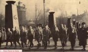 Торжественный памятный марш 1936 года. Маршрут проходил по Bürgerbräukeller на Rosenheimerstraße и пересекл реку Изар по мосту Ludwigsbrücke