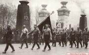 Торжественный памятный марш 1936 года. Возглавляет колонну Юлиус Штрайхер