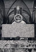 Текст на лицевой стороне памятника путчистам у восточной стены Фельдхеррнхалле