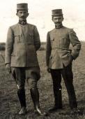 Младшие лейтенанты албанской армии в форме образца 1913 года