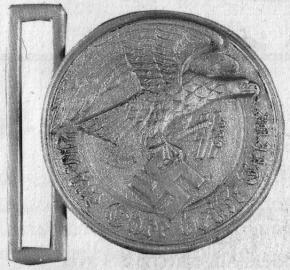 Ранний прототип пряжки парадного ремня высших чинов СС. (Изображение из книги F.Catella. «Gut mit uns! Les boucles de ceinture Allemandes 1870-1945»)