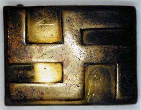 Вариант одной из ранних пряжек с нацистской символикой.
