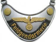 Горжет военной полиции Вермахта (Feldgendarmerie-Ringkragen)