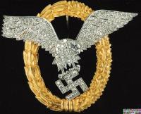 Знак «Пилот-наблюдатель» в золоте с бриллиантами , принадлежавший оберсгруппенфюреру СС Йозефу Дитриху