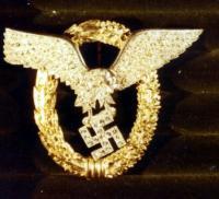 Знак «Пилот-наблюдатель» в золоте с бриллиантами, принадлежавший оберсу (полковнику)  Ганс-Ульриху Руделю