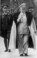 Пауль Конрат и Герман Геринг (с белым маршальским жезлом) на параде