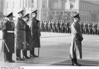 Адольф Гитлер, Эрих Редер, Вильгельм Кейтель, Эрхард Мильх, и Фридрих Фромм во время похорон адмирала Адольфа фон Трота, Берлин, Германия, 15 октября 1940 год