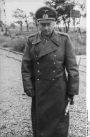 Генерал-фельдмаршал Ганс Гюнтер Адольф Фердинанд фон Клюге, с повседневным фельдмаршальским жезлом
