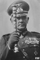 Генерал-фельдмаршал Вернер фон Бломберг, с парадным фельдмаршальским жезлом