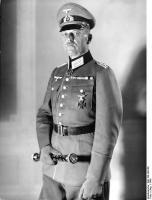 Генерал-фельдмаршал Карл фон Рундштедт, с парадным фельдмаршальским жезлом