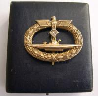 Нагрудный знак подводника со бриллиантами в родном футляре.