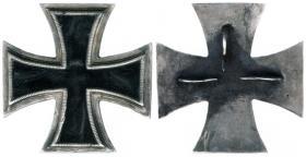 """Железный крест 1-й степени образца 1813 года с бархатной центральной вставкой (илл. Из книги Стефен Томас Привитера """"Железное Время"""" стр.49)"""