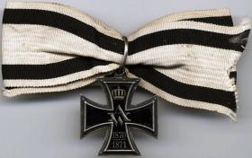 Крест заслуг для женщин и девушек (реверс)