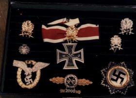 Багет с наградами единственного полного кавалера Рыцарского креста, включая и с Золотыми Дубовыми листьями, Мечами и Бриллиантами, Ганс-Ульриха Руделя
